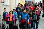 Chinese tourists in St. Petersburg CN