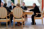 俄罗斯政府成员在讨论国家预算政策。摄影:俄通社-塔斯社 (ITAR-TASS)