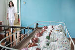 人口政策通过5年来,出生率增长了21.2%,而死亡率则下降了11.2%,此外,平均寿命也从67岁增长至70岁。图片来源:塔斯社