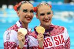 在2012年伦敦奥运会闭幕式结束后,俄罗斯代表队对此次参赛情况进行了总结。图中:俄罗斯花样游泳选手俄罗斯选手娜塔莉亚•伊斯岑科(左)和斯维特拉娜•罗马施娜(右)获得伦敦奥运会花样游泳双人自由自选决赛冠军。图片来源:塔斯社