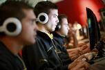 美国艺电公司俄罗斯市场总监托尼•沃特金斯预测,至2015年前,俄罗斯游戏市场规模将达到15亿美元,其中12亿美元来自社交网站、免费在线游戏和手机,而只有3.5亿美元来自个人电脑和游戏机。图片来源:塔斯社