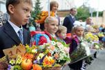 在9月1日这一天,中小学生和家长们会向老师们献花,祝贺新学年的开始。图片来源:塔斯社