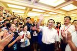 来自罗蒙诺索夫莫斯科国立大学的学生在北京人民大会堂受到中国国务院副总理李克强的亲切接见。摄影:安德烈•拉斯金