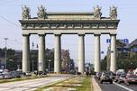 为纪念1828~1829年俄土战争胜利,在圣彼得堡市修建的莫斯科凯旋门。图片来源:塔斯社