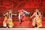 """中国京剧演员的表演很精彩,甚至富有幽默感。图片来源:""""生意人报"""""""