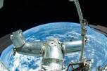 根据美国国家航空航天局几年前的估计,太空中直径超过10厘米的人造垃圾超过8000个,直径1-10厘米的垃圾为数万个,而小于1厘米的垃圾则多达数十万个。图片来源:AP