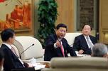 习近平同志参加党的十八大上海代表团讨论。图片来源:新华社