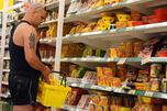 俄罗斯商业咨询研究公司的调查报告显示,42%的方便面消费者是在工作单位食用方便面,而且男性比女性更经常食用。图片来源:塔斯社