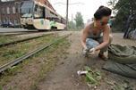 """塔玛拉不仅支持丈夫清理城市垃圾的想法,她还是""""怪人""""的领导者之一,已在""""最好试着让城市变好而不是去谩骂自己的城市""""的口号下行动两年了。摄影:Mariya Anikina"""