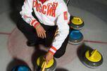 图中:冰壶运动员恩格依鲁卡·叶捷赫(Nkeirouka Ezekh)。图片来源:MEDIACRAT