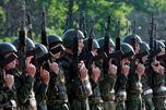 当前国防部的主要任务是提高合同兵在陆军中的比例。为此,2013-2015年将拨 款518亿卢布用于普及合同制兵役。图片来源:塔斯社