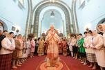 莫斯科及全俄东正教大牧首基里尔在哈尔滨圣母守护大教堂举行祷告礼拜。图片来源:俄新社。