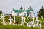 位于阿拉斯加的俄罗斯东正教墓地。图片来源:Focus Pictures/Martha de Jong Lantink