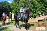 骑警、尤其是女骑警的出现不仅为俄罗斯城市街头平添了一道亮丽风景还能切实保卫一方百姓平安。图片来源:PhotoXPress
