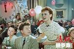 苏联演员柳德米拉·古尔琴科在梁赞诺夫执导的影片《狂欢之夜》中饰演叶莲娜·克雷罗娃一角。图片来源:kinopoisk.ru