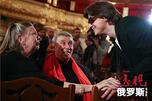 莫斯科大剧院艺术总监谢尔盖·菲林遭遇袭击,泼向其面部的硫酸几乎使他失明。图片来源:塔斯社