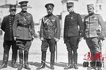 同盟国军事代表。左至右:马伦哥(意大利)、里克尔男爵(比利时)、沙皇尼古拉二世(俄罗斯)、威廉姆斯将军(英国)、马尔克斯•德•格拉蒙特(法国)和泽姆利亚•季耶维奇上校(塞尔维亚)。图片来源:俄新社