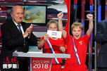 国际足球总会主席塞普·布拉特和俄罗斯体育部长维塔利·姆特科图片来源:AP