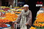 A man sells oranges in the Magra El-Oyoun market CN