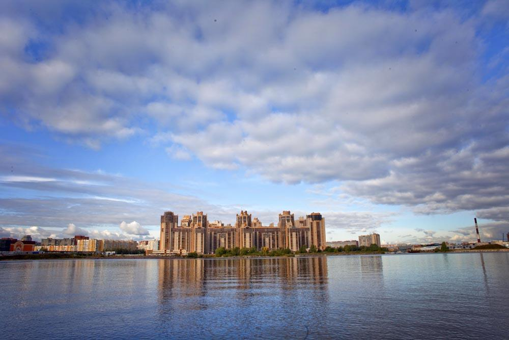 St Petersburg in September may lack the hot weather and immediate appeal of the White Nights, but has a lot to offer for those in search of a more relaxed time.<br>Neva River
