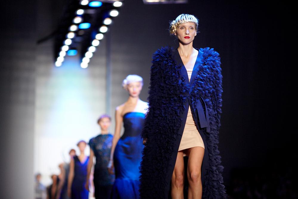 在本届时装周上,来自俄罗斯、美国、英国、乌克兰、白俄罗斯、泰国、亚美尼亚、意大利和格鲁吉亚等国设计师的作品得到展示。