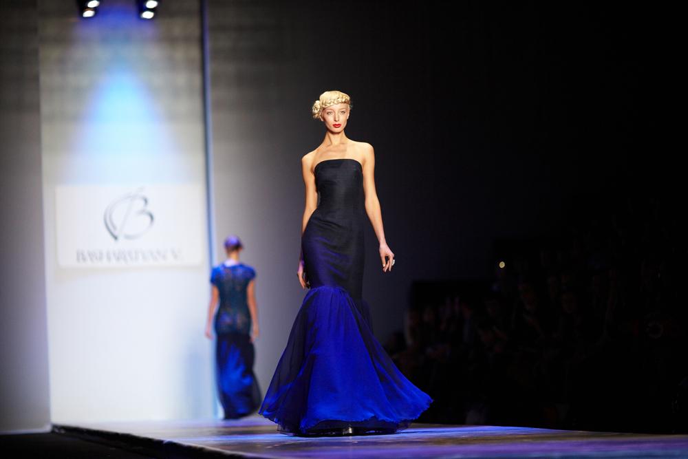 英国品牌BasharatyanV由20岁便来到英国的维罗尼卡·芭莎拉吉扬(Veronica Basharatyan)所创立。维罗尼卡在英国各主流学校中学习多年,最近才开始推广自己的时装品牌。