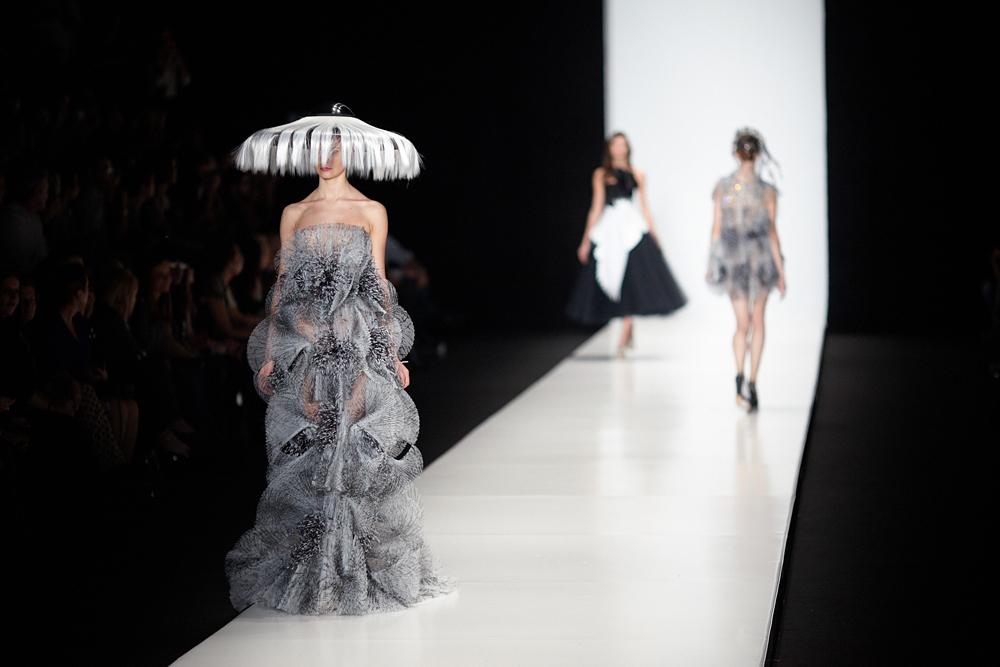 起源于亚美尼亚的美国品牌Von Vonni女性时装也参加了时装周的展示活动。该品牌系列时装在包括莫斯科中央百货商场在内的少数俄罗斯商店中销售。