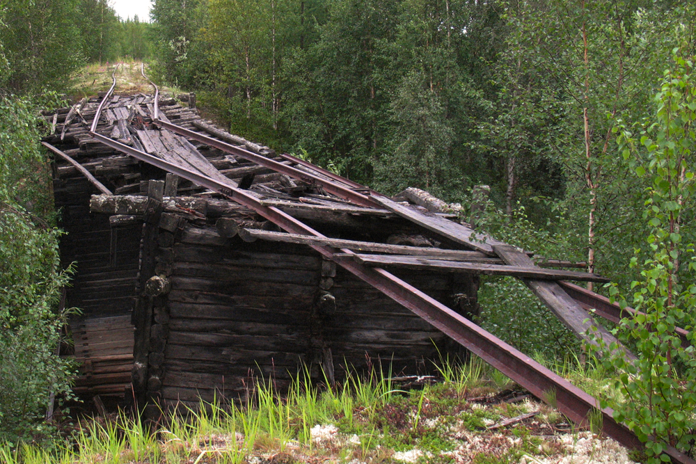 Construction began in 1947 as a result of the need to develop the rich minerals of Russia's Far North and to facilitate their transportation abroad.