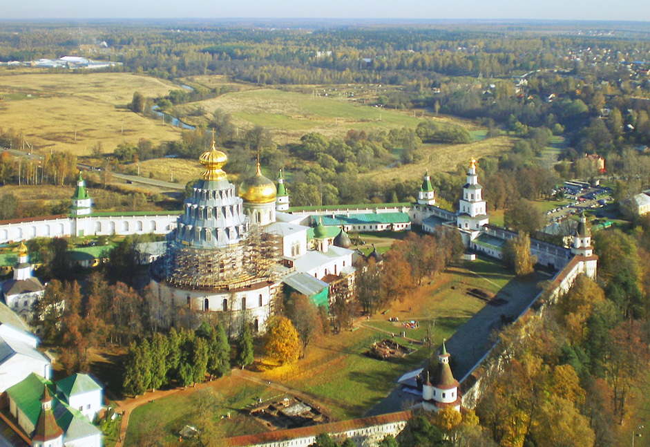 The New Jerusalem Monastery, Moscow Region // The New Jerusalem Monastery is a monastery, located in the town of Istra in Moscow Region, Russia.It was founded in 1656 by Patriarch Nikon and took its name from the New Jerusalem. This site was chosen for its resemblance to the Holy Land.