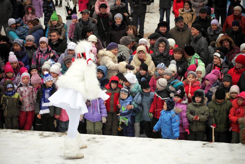 Ded Moroz is very popular in modern Russia. In the last 7 years, the post office in Veliky Ustyug received approximately 2,000,000 letters from Russian children for Ded Moroz.