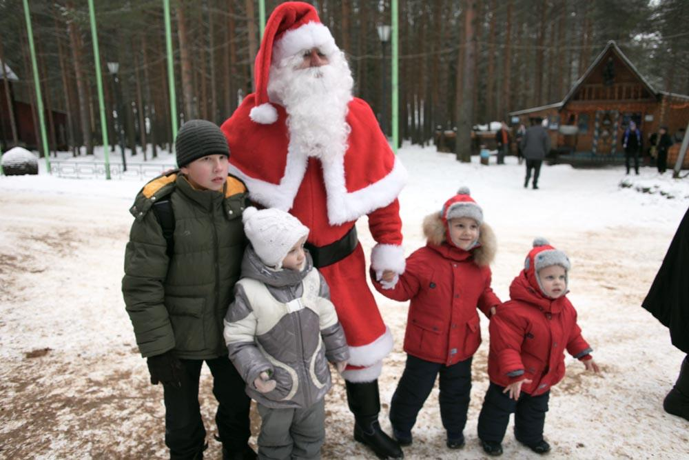 Children (an adults, of course) who want to write to Ded Moroz should send their letters to: 162390, Russia. Vologda region, Veliky Ustyug, Ded Moroz Mail.