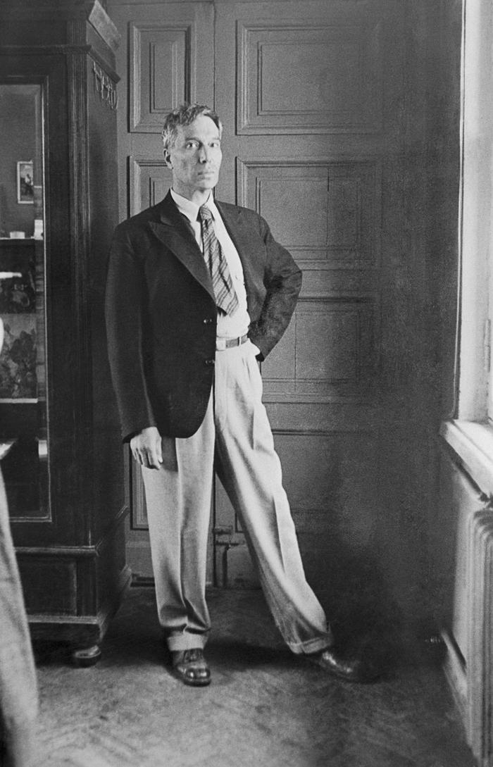 Рускиот поет и Нобелов лауреат БОРИС ПАСТЕРНАК бил мајстор во врзување вратоврски. Затоа не е чудно што како реликт на руската литература се чува една врска која Пастернак ја носел на прославата во Шветската Амбасада во Москва, организирана во негова чест, како добитник на Нобеловата награда. Скоро 30 години подоцна, вечерта на доделувањето на Нобеловата награда, истата вратоврска му беше дадена на новиот добитник Јосиф Бродски.