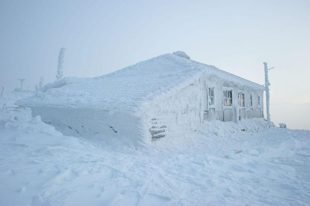 Yet there's one lodge that earned the respect of even the hardiest trekkers – the Taganai-Mountain weather-station.