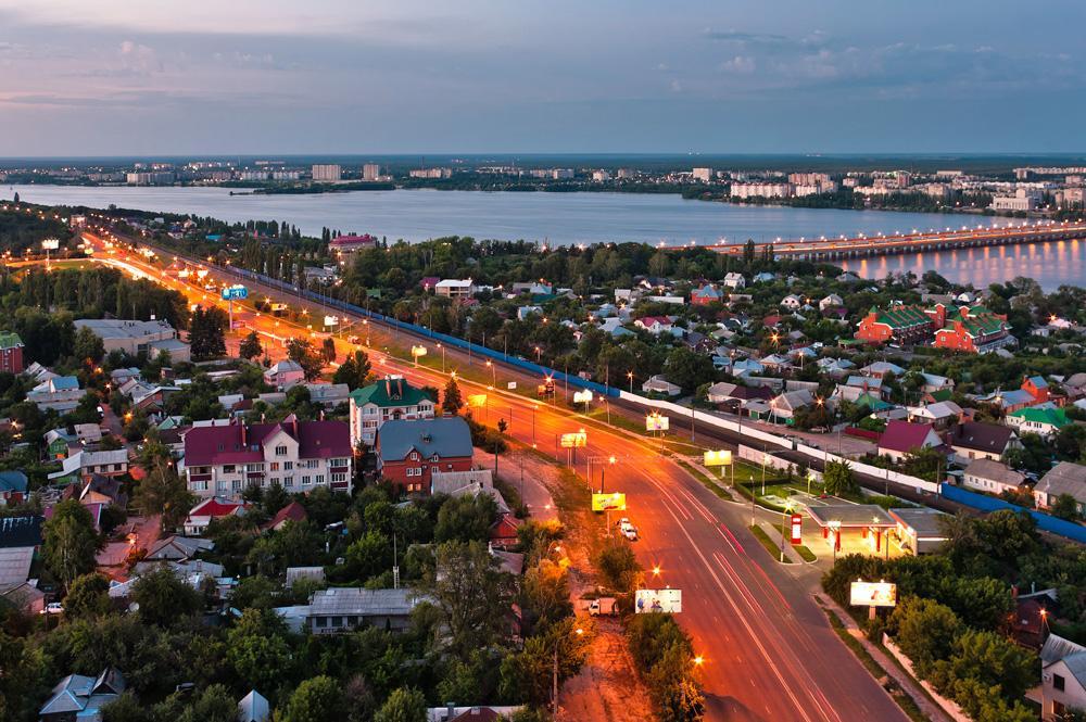 Pero para mí, nada ha cambiado. Tal vez porque a menudo miro mi ciudad desde lo alto. Por encima no es tan grande. No, en serio. Se puede ver casi por completo si se encuentra un tejado con la altura adecuada o simplemente si echa un vistazo a mis fotos.Fuente: Andrei Kirnov