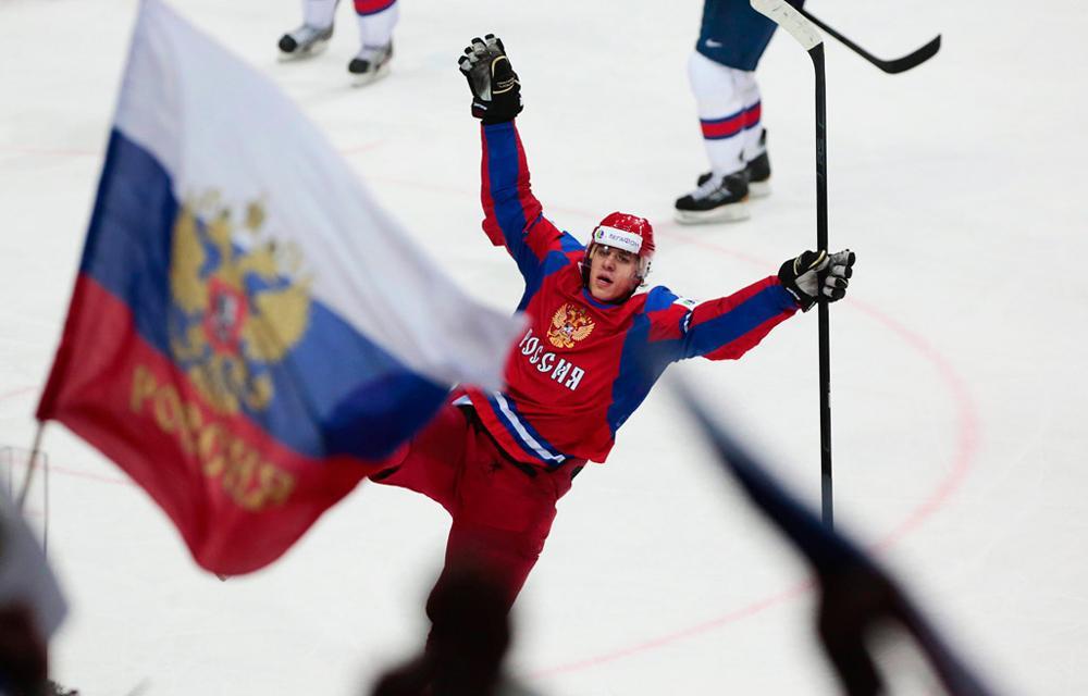 2012年5月20日//事件:俄罗斯赢得世界冰球锦标赛冠军//集合了所有冰球联盟明星球员的俄罗斯国家队在世界冰球锦标赛决赛中以6:2的比分大胜斯洛伐克队。与以往的比赛不同,俄罗斯队在今年的比赛中没有卷入任何丑闻。不仅如此,新教练基耐图拉·比利亚勒迪诺夫(Zinetula Bilyaletdinov)成功将球员凝聚在一起,并朝向共同的目标坚实努力。
