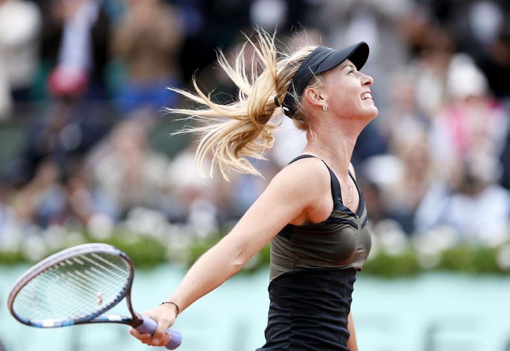 En 2006, le journal Sports Illustrated a élu Maria Sharapova la plus belle sportive professionnelle de l'année.