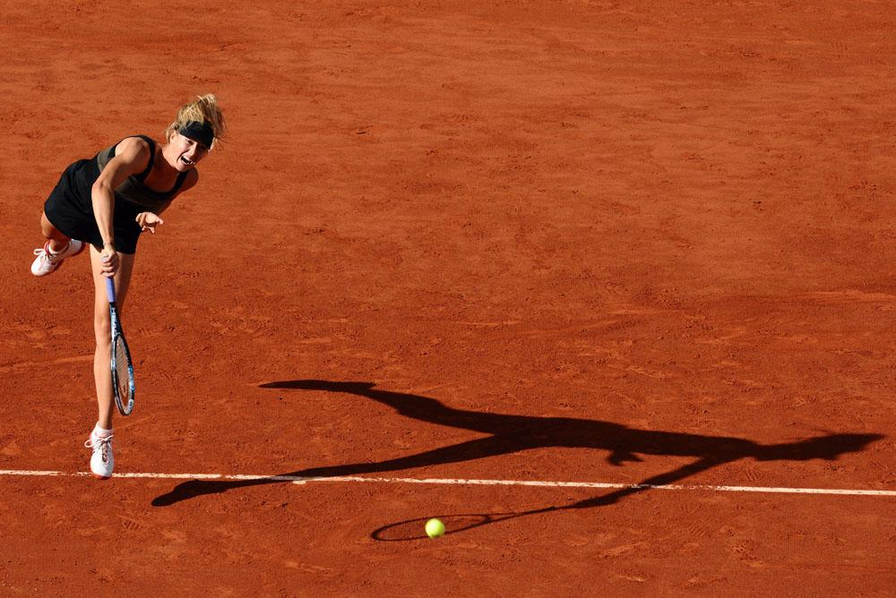 En 2012, Maria Sharapova a lancé sa propre marque de bonbons : des confiseries en forme de bouches, des petites sucreries en forme de balles de tennis ou de sacs à main et de chaussures.