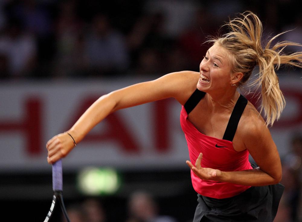 Sharapova a entamé sa carrière dans les tournois seniors en 2001 à Sarasota où elle s'est inclinée au premier tour face à son adversaire, mais en 2004 déjà, Maria Sharapova est entrée dans le classement des 20 meilleures joueuses de tennis du monde.