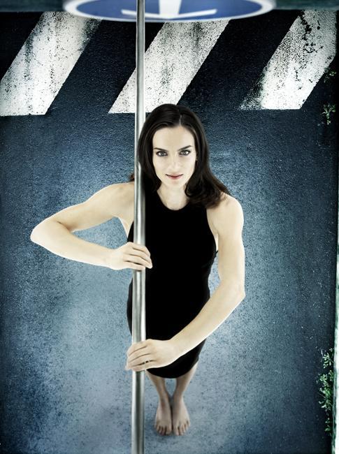 2008年8月18日,伊辛巴耶娃在北京奥运会上获得金牌,并且先后改写奥运会纪录(4.95米)和世界纪录(5.05米)。