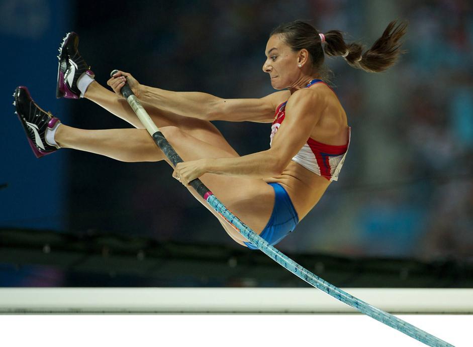 伊辛巴耶娃在参加比赛时会遵循一定的策略,即在第一高度时热身,在第二高度时夺冠,然后在第三高度时打破纪录。