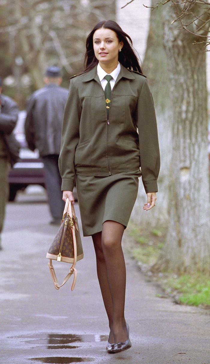 En 1997 entró en la Universidad del Ministerio del Interior de la Federación Rusa de San Petersburgo, en 2000 terminó sus estudios con matrícula, con el título de teniente mayor de policía y trabajó varios meses como investigadora en el Departamento de transporte del ministerio del Interior.