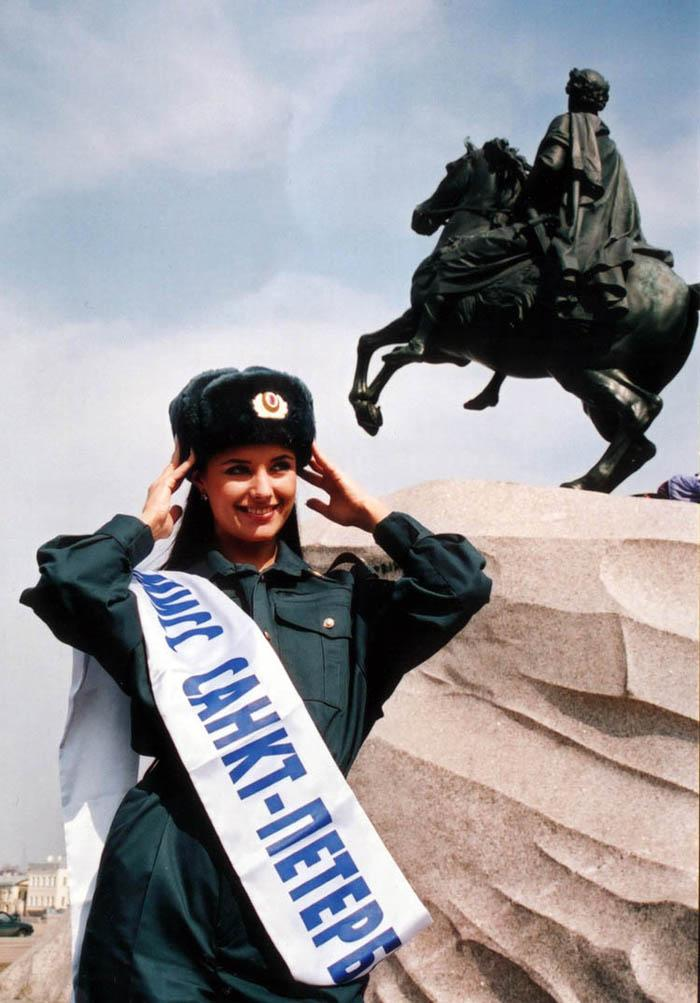 """Todavía estudiando en la universidad Oxana ganó en 1999 el concurso de """"Miss San Petersburgo""""."""