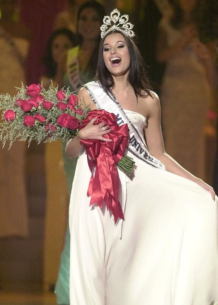 """En 2001 ganó el concurso de """"Miss Rusia"""" y en 2002 el concurso de """"Miss Universo 2002"""" que tuvo lugar en Puerto Rico."""