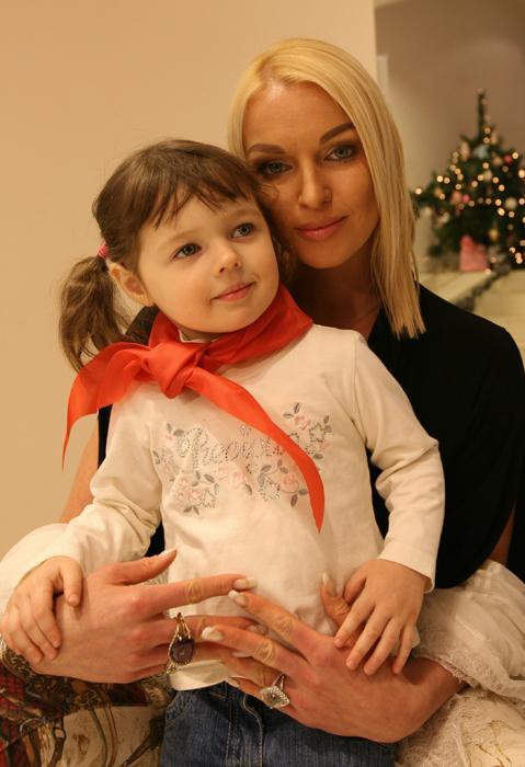 En 2010 Volochkova defendió su tesis sobre escuelas artísticas en las regiones de Rusia y recibió el título de MBA en la Escuela Superior de Economía.