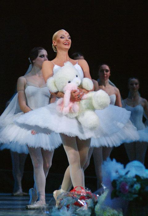 """De 1994 a 1998 Anastasía Volochkova acumuló un enorme repertorio: interpretó los papeles principales en los ballets """"El pájaro de fuego"""", """"Don Quijote"""", """"La bella durmiente"""", """"El Cascanueces"""", entre muchas otras."""