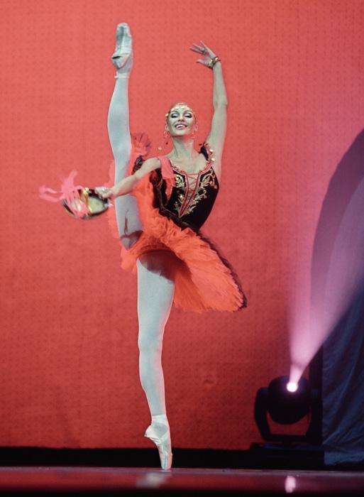 """En marzo de 1998 Anastasía Volochkova debutó en el teatro Bolshói en el papel de Princesa cisne (""""El lago de los cisnes"""")."""