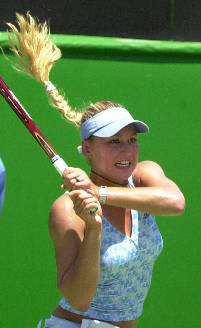 A la edad de 10 años Kournikova recibió una beca para ingresar en la conocida academia de tenis de Nick Bolletieri, situada en Bradenton, Florida.