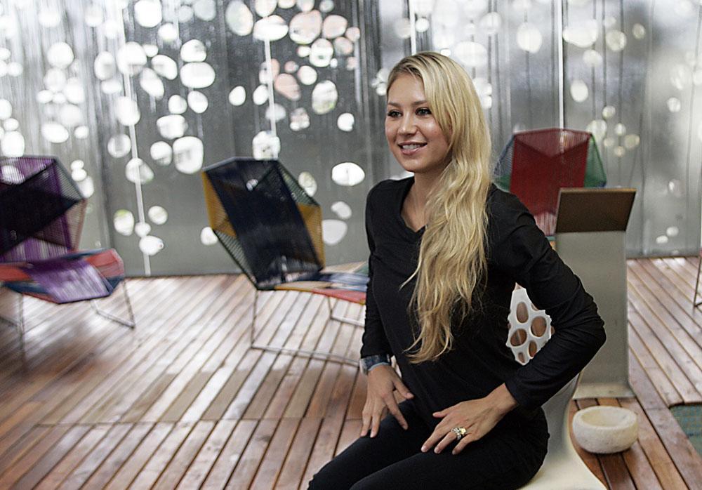 En septiembre de 2010 Anna Kournikova recibió la nacionalidad americana. Anna reconoce que siempre se ha sentido mitad rusa, mitad americana y nunca le ha importado lo que diga su pasaporte.