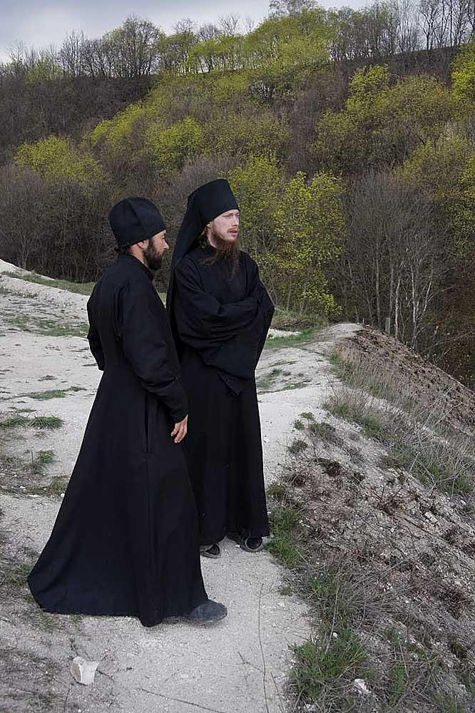 The representatives of the Brotherhood // The caves were mined in the chalk mountains to the right of the Don River and its side streams. In Voronezh Region, out of 50 caves, 40 serve religious purposes: some of them contain temples, while others are meant to be hermit dwellings.