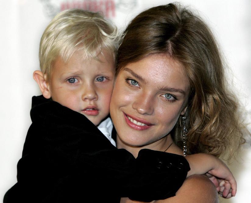 À 16 ans, elle entre dans l'agence de mannequins d'Evgenia Tchkalova « Evgenia » (Nijni-Novgorod), où on lui a conseillé d'apprendre l'anglais.